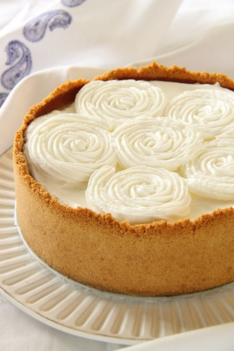 Coconut Cheesecake ... looked so pretty ... recipe not in English, maybe try Google translate
