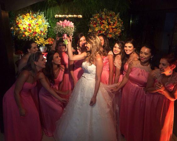 Raquel + Denner  #bride #briderj #noivasdavania #noivasriodejaneiro #diadanoiva #vaniadepaulaprofessionalmakeup #vaniadepaulamakeup #beautifulbrides #producaodenoivas #casamentosaquarema #casamentonapraia #casamentoitauna