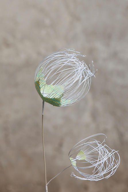 Laurence Aguerre - Sculptures Textiles   Fleurs delicate weaving wire flower blossom skeleton