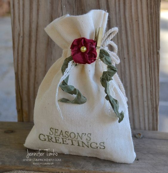 Fancy Friday  – Holiday Flower Gift Bag