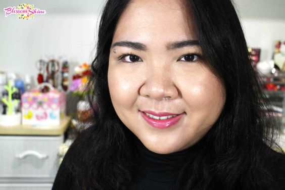 Hi it's me Gracia <3 I am a beauty writer and vlogger
