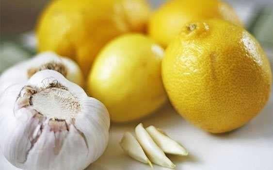 Limon suyu ve sarımsak mucizesi2 litre limon suyu, 40 diş soyulmuş ve ezilmiş sarımsak, ağzı sıkı ka... - Akşam