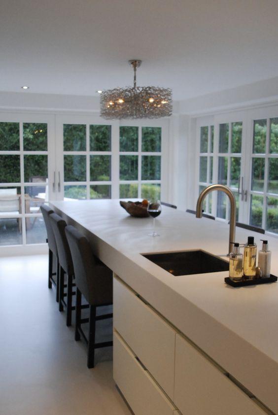Witte keuken kees marcelis interiors pinterest ramen french doors and - Keuken met kookeiland table ...