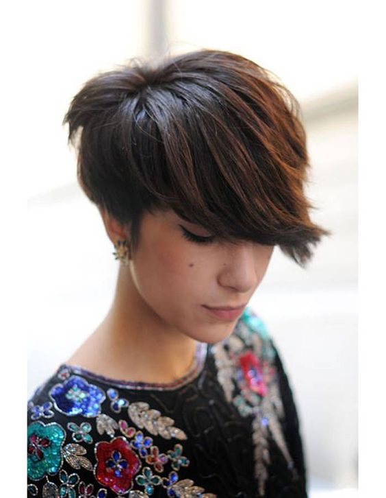 Coiffure cheveux courts femme hiver