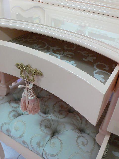 """Ateliando - Customização de móveis antigos: Penteadeira Clássica """"Nude""""..."""
