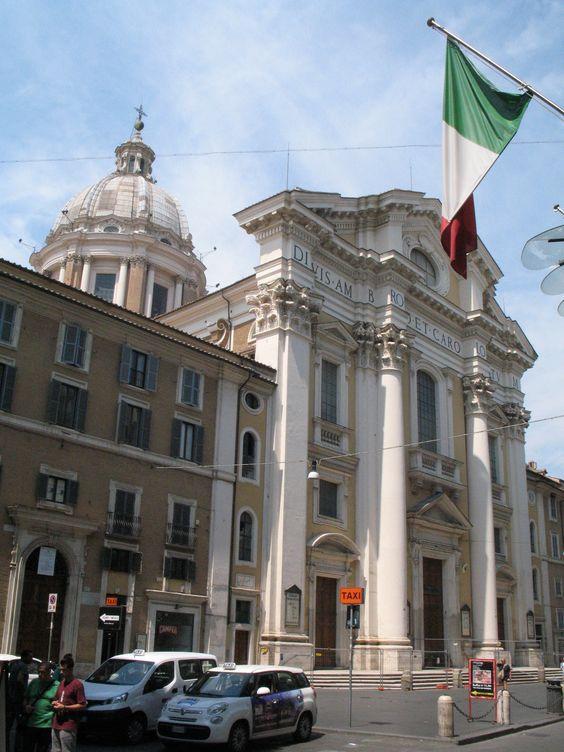In de Via del Corso (tussen Piazza del Popolo en Piazza Venezia) overheersen de modewinkels. Maar Rome zou Rome niet zijn, als dit soort parels daar niet gewoon tussen zouden staan.