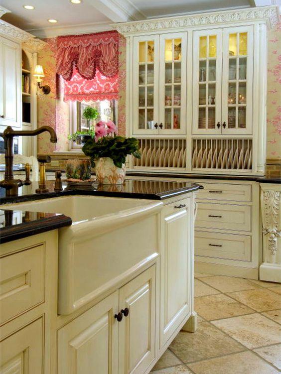 Divine Kitchen withToile Wallpaper