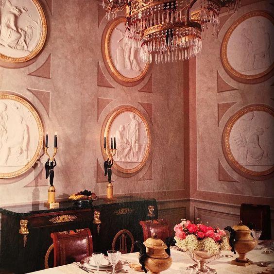 Hoy comedor estilo neoclásico con molduras redondas de escayola ...