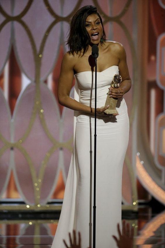"""Taraji P. Henson no palco do Globo de Ouro 2016 após ser anunciada como a vencedora na categoria melhor atriz de série dramática por """"Empire"""""""