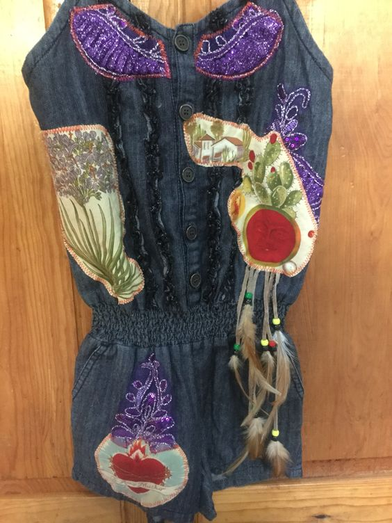 Blusa com mariposa y plumas. $60 dlls.