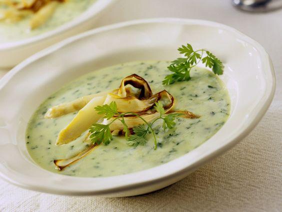 Spargel-Petersilien-Suppe mit gebratenem Spargel | Zeit: 40 Min. | http://eatsmarter.de/rezepte/spargel-petersilien-suppe-mit-gebratenem-spargel