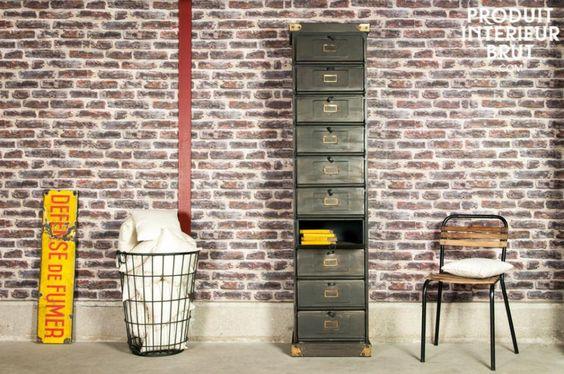 Werkstattmöbel mit 10 Klappen bietet genug Platz für allerlei Kleinigkeiten im Bad oder Eingangsbereich
