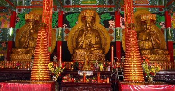 TEMPLO BUDISTA DO GRAJA�: Localizado no extremo sul de S�o Paulo, bem no Graja�, este belo templo budista pode ser visitado aos domingos. O local foi criado e � mantido por imigrantes chineses e seus descendentes, com o apoio dos governos da China e de Taiwan. Rua Rio S�o Nicolau, 328-672