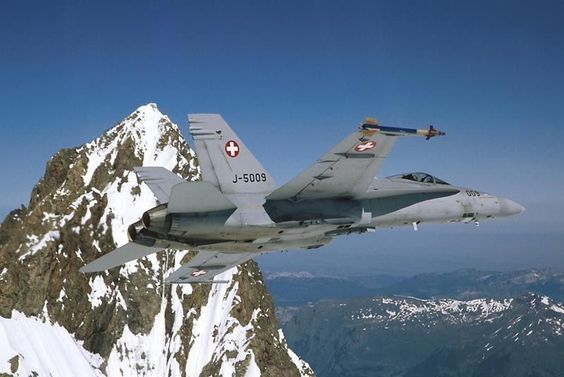 Photo: (c) Swiss Air Force - Training mission for F / A-18C Hornet of the Swiss Air Force.