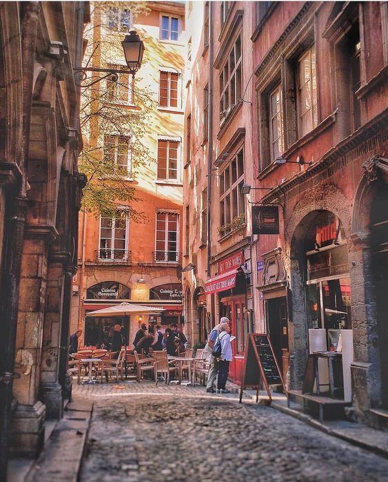 Decouvrez Le Vieux Lyon Et Ses Secrets En 2021 Vieux Lyon Voyage En France Photos De Lyon