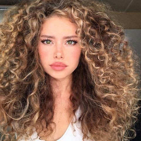 Curly Hairstyles To Look Younger Curly Hairstyles Is Beautiful Curly Hairstyles Upstyles 8 Curly Hairstyles In 2020 Curly Hair Styles Curly Hair Photos Hair Styles