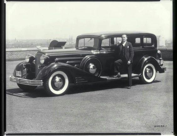 1933 Cadillac 452C Sedan 4 door