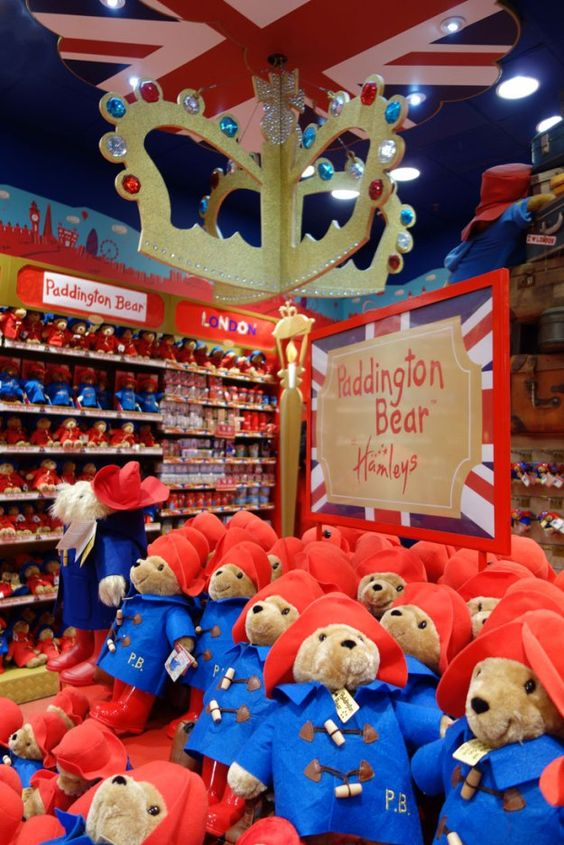 FUN and Free Christmas Things to Do in London. These are the Paddington Bear stuffed animals to see at Hamley's. Read here to learn other activities you can see within walking distance that are free!