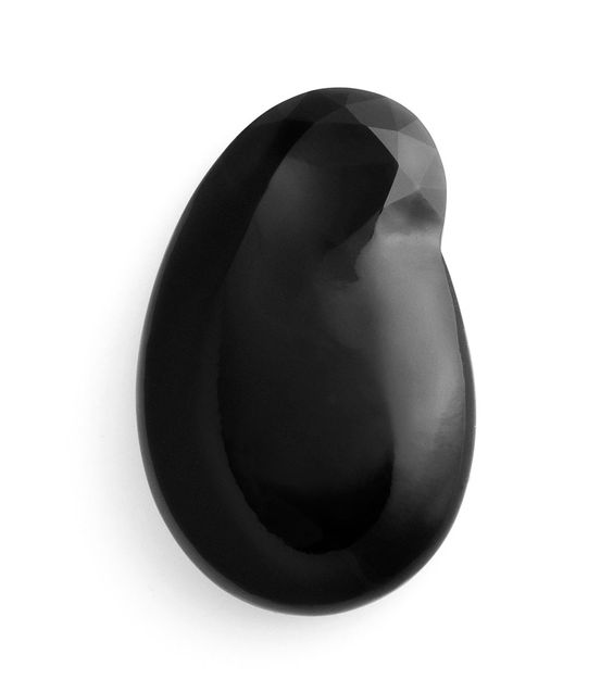 Julia-Maria Künnap Brooch: Mother and daughter I, 2015 Gold, obsidian: