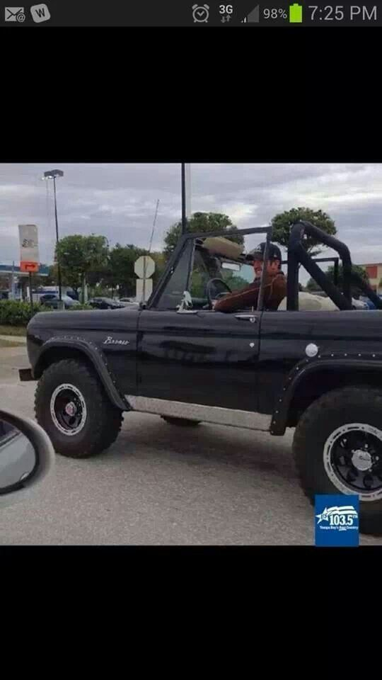 Luke Bryan cruisin' around Tampa before his concert. How many other celebs would do this? Love him!