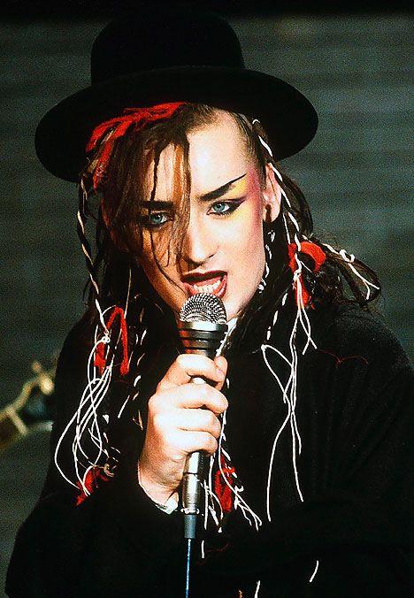 Boy George (Cantante y músico. Lider del legendario grupo Culture Club) New Romantic: Colmado de extravagancia, maquillaje y glamour. La creatividad era fundamental a la hora de elegir que ponerse antes de salir.