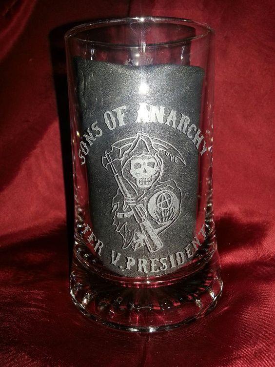 Jarra de cerveza grabada a mano. Motivo: Sons of Anarchy