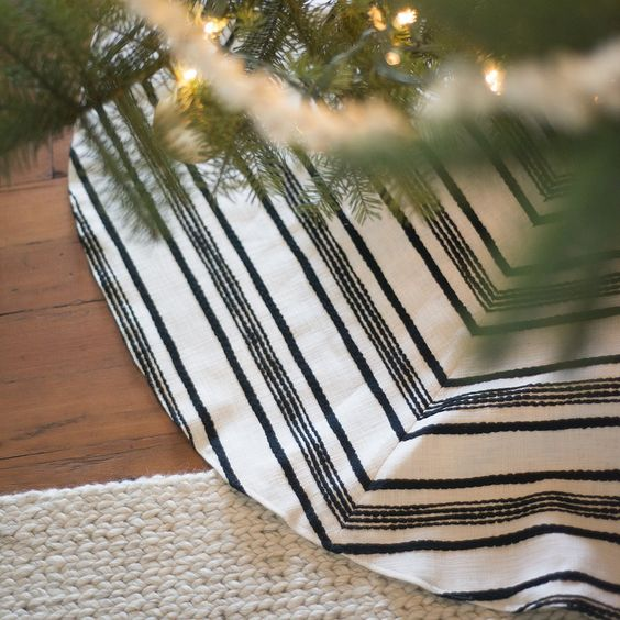Stitched Linen Tree Skirt: