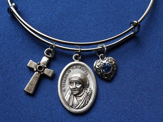 Mother Teresa of Calcutta Religious Saint Medal  Wire Bangle Bracelet