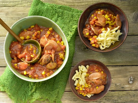 Würstchengulasch mit Spätzle   Kalorien: 480 Kcal - Zeit: 30 Min.   http://eatsmarter.de/rezepte/wuerstchengulasch-spaetzle