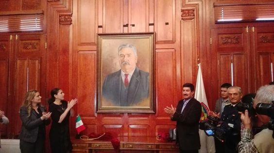Suple Javier Corral cuadro de Francisco Villa por el de Abraham González en el despacho del gobernador | El Puntero