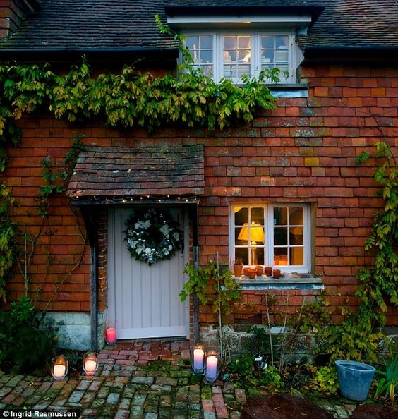 This West Sussex cottage has inspired us with ideas for giving our exterior a little Christmas spruce - love the welcoming candles on the pathway! For more Christmas inspiration, check out the dedicated festive ACHICA shop, at www.achica.com/christmas