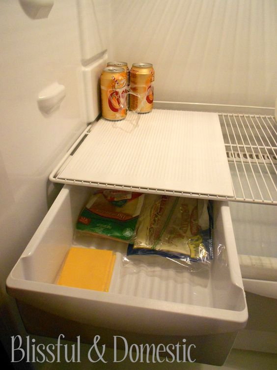 Spring Cleaning: How to Have a Deep Cleaned Fridge all the Time:>    So simple!  www.blissfulanddomestic.com