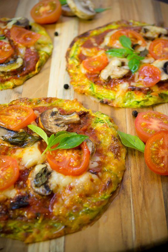 Disfruta de todo el sabor de la pizza con esta saludable versión hecha a base de calabaza. Hazla en pocos minutos y dale a tu cuerpo un antojo libre de calorías.