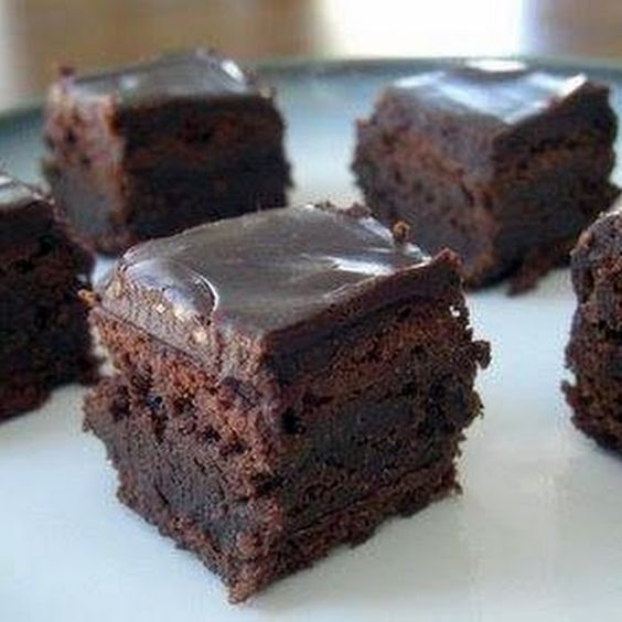 Hot Chocolate Brownie Bites. Perfect for a party! Just add our Sweet White wine: