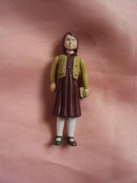 boneca personagem lucy do filme das crônicas de narnia