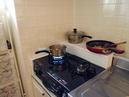 ガスコンロ周りの 隙間 は こうして解決 お部屋もlife Styleも 自分の好きに作れる ガスコンロ 狭いキッチン 収納 キッチン Diy 賃貸