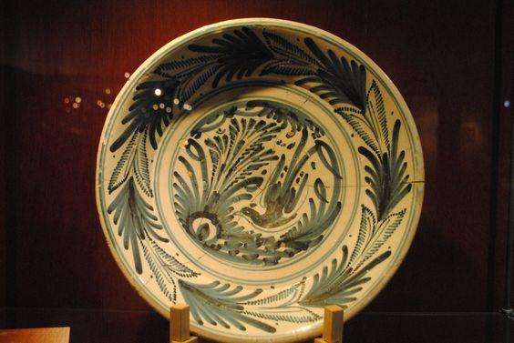 ... XVII es la Serie de las Golondrinas, que se caracteriza por la decoración en azul cobalto sobre blanco, con hojas de helecho en el ala de los platos ...