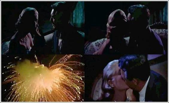Ladrão de Casaca (To Catch a Thief, 1955) - Em tempos de censura extrema, se você quisesse mostrar que os personagens estavam tendo um orgasmo, como você faria? Para Alfred Hitchcock, a solução foi simples: mostrar seus atores se beijando com fogos de artifício ao fundo.