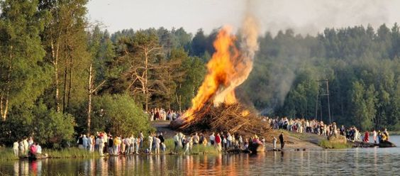 Juhannus Bonfire, Seurasaari. photo © MEK Finnish Tourism Board