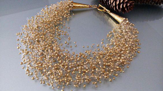 Collana di perline dorate all'uncinetto di Athiss su DaWanda.com