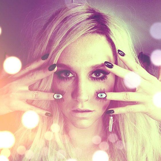 Ke$ha's eyeball nail art. Love it or leave it?