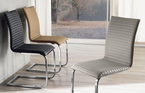 Sedia con struttura in metallo cromato e rivestimento in