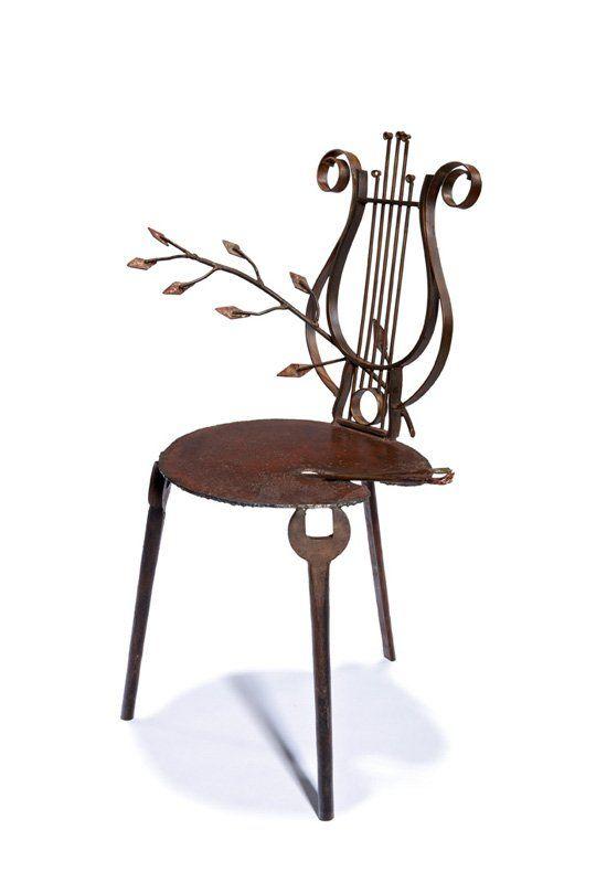 Cadeira inspirada em instrumento musical