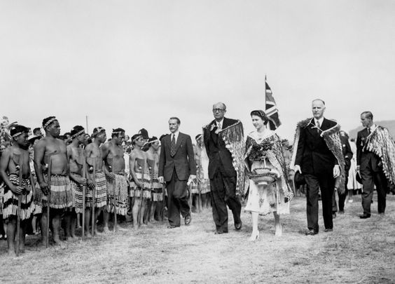 The Queen Wearing A Korowai Cloak A Symbol Of Paramount Rank And Carrying A Traditional Kete Flax Basket Inspects A Maor Maori People Maori Culture Maori