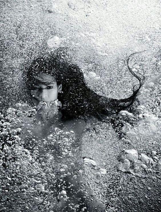 """il-vaso-di-pandora-blog: """" Il corpo, incendio vivo che brucerà il tuo corpo. Di sete. Sete infinita. Sete che cerca la tua sete. E in essa si distrugge come l'acqua nel fuoco. Pablo Neruda """""""