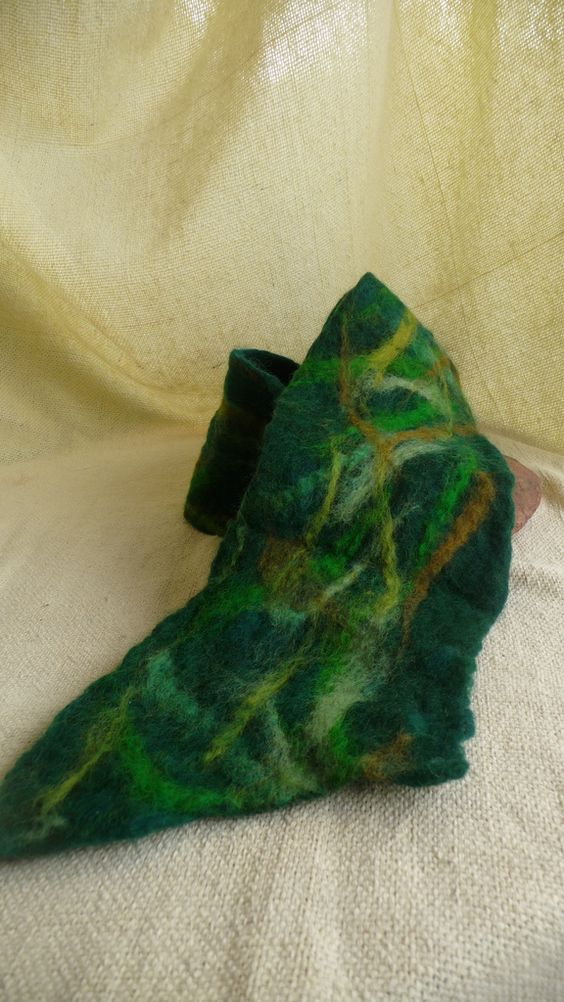 https://flic.kr/p/79sMv1 | gola/ cachecol - scarf | essa é só lã e muito braço , ainda não faço nuno felted. Assim que minhas modelos tiverem um tempo para mim vou fotografar como fica no pescoço