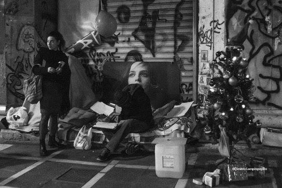 A homeless outside the Bank of Greece, Athens, 2015-12-19