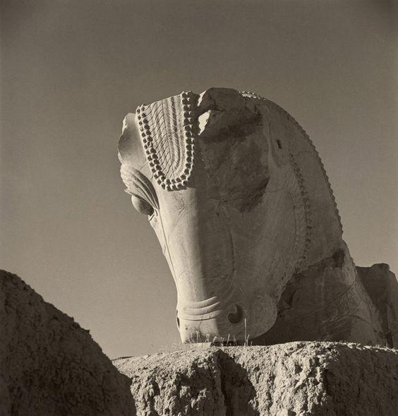 Ruines de l'ancienne capitale du prince de Perse. https://turandoscope.wordpress.com/2016/09/03/16-la-caravane-du-prince-de-perse/