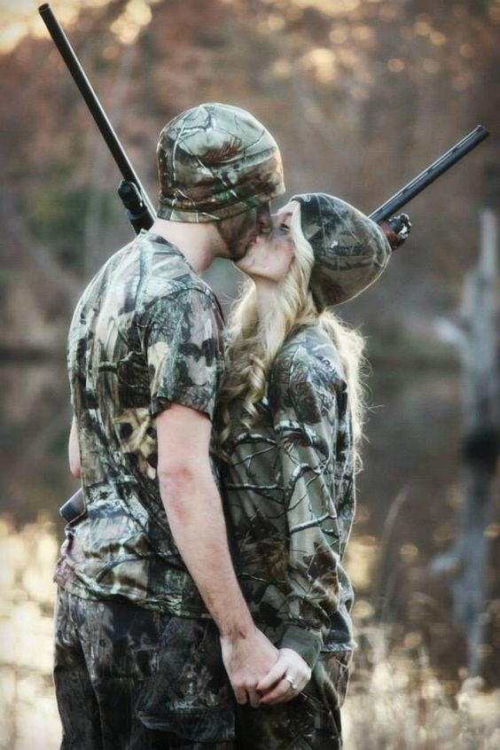 Hunting engagement pictures with Realtree Camo.   #huntingenagementpics