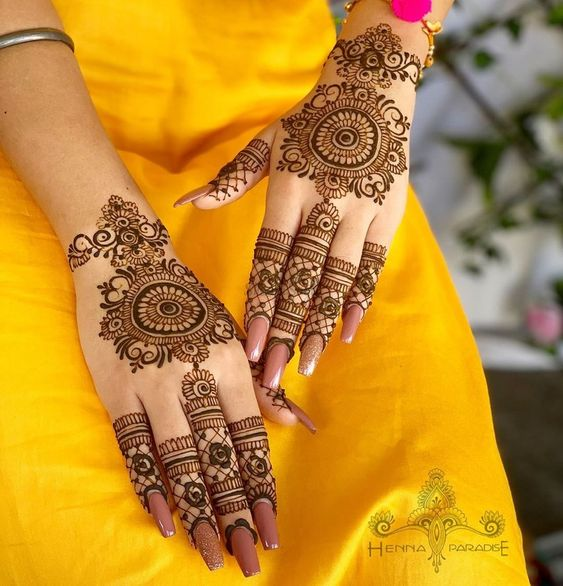 Mehendi design Ideas #mehendi #mehndi #bridalmehendi #aestheticdesign #bridalwear #bridalaccessories #bridal #indianwedding #weddingceremony #wedding #bride #brideofindia #shaadisaga #weddingplanner